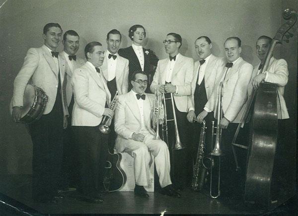 Robert De Kers met (ongeïdentificeerd) orkest (bron: http://keepswinging.blogspot.be)